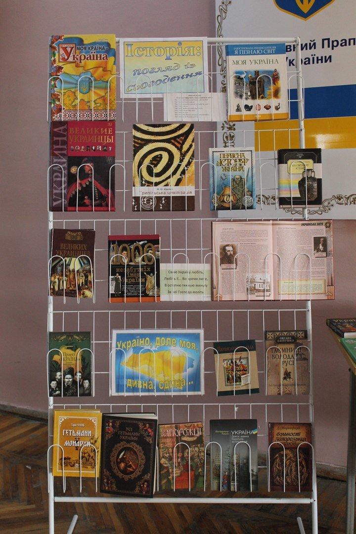 В Краматорской центральной библиотеке состоялась выставка посвященная Тарасу Шевченко, фото-2