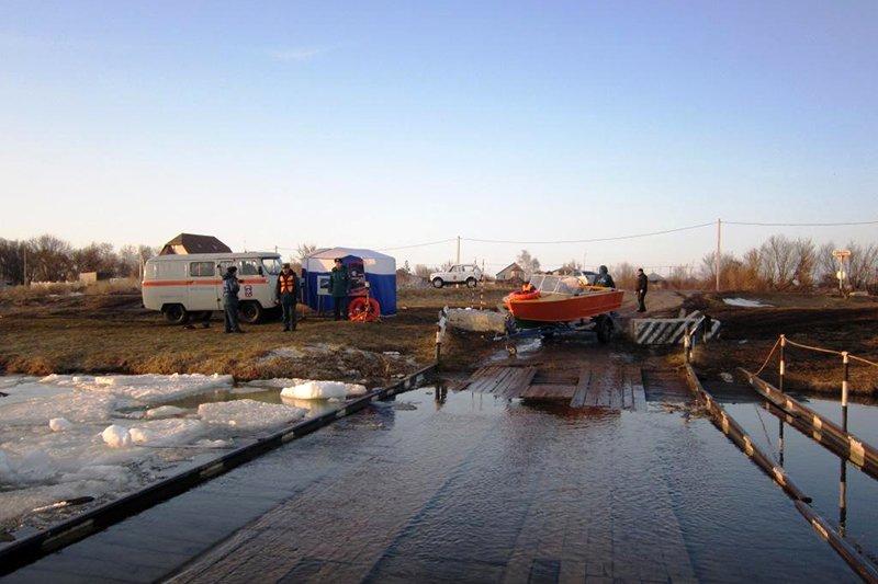Река Оскол затопила мост, фото-2
