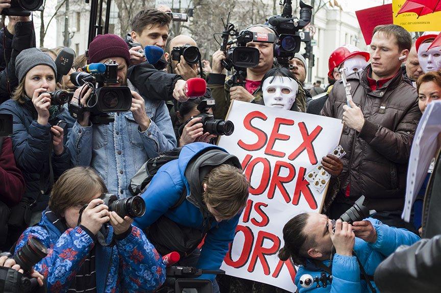 Марш красных зонтиков: как в Киеве митинговали секс-работники (ФОТОРЕПОРТАЖ), фото-5