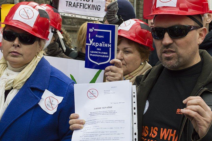 Марш красных зонтиков: как в Киеве митинговали секс-работники (ФОТОРЕПОРТАЖ), фото-23