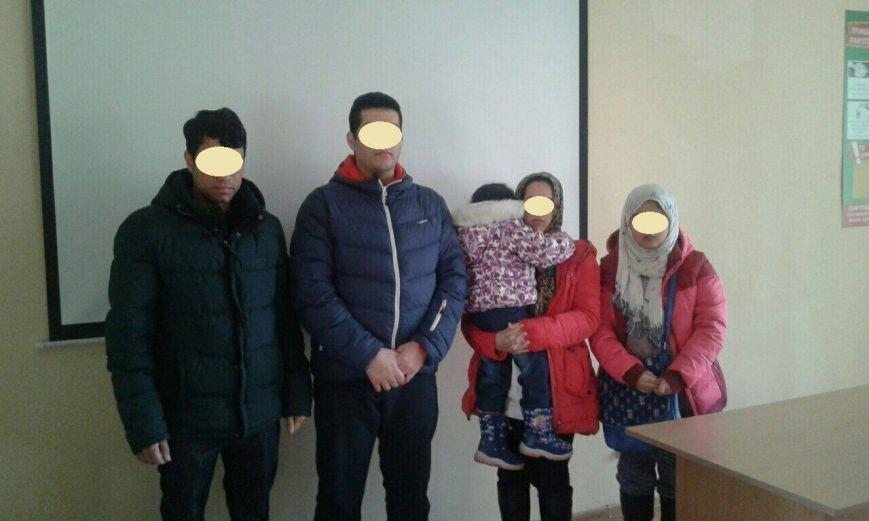 На Закарпатті прикордонники затримали родину афганців: фото, фото-1