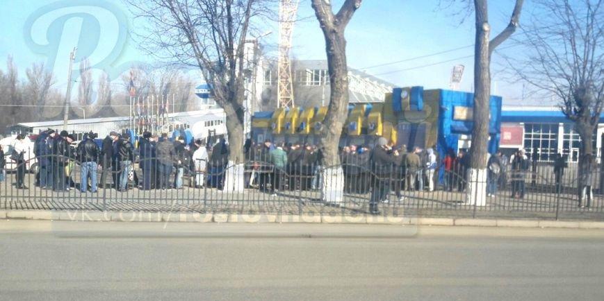 В Ростове у касс стадиона «Олимп-2» выстроились длинные очереди, фото-1