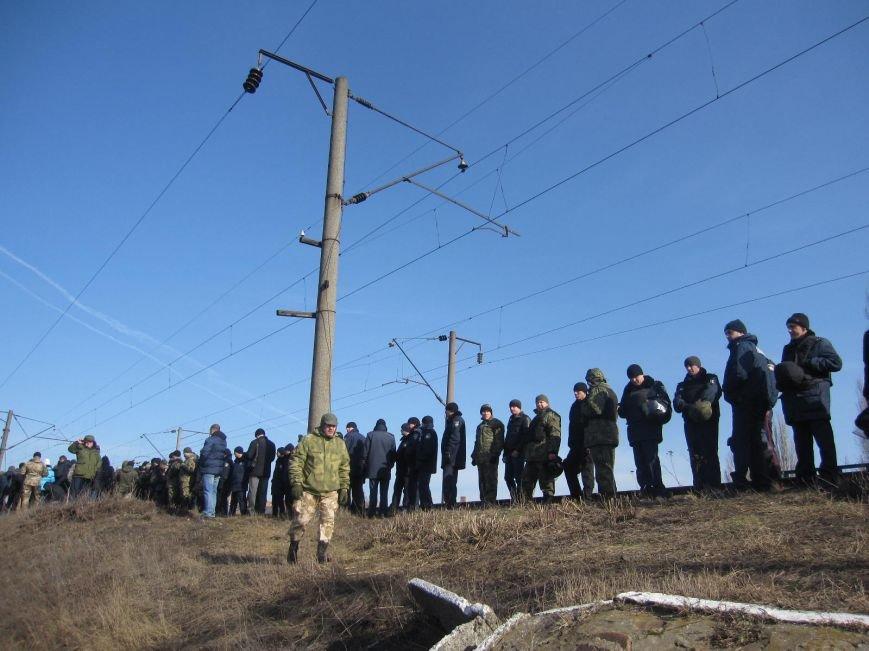 В Конотопі противники торгівлі з окупантами мітингують прямо на залізничних коліях (ФОТО та ВІДЕО), фото-1