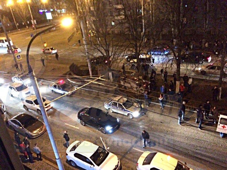 Три человека пострадали в тройном ДТП на Ленина в Ростове-на-Дону, фото-1