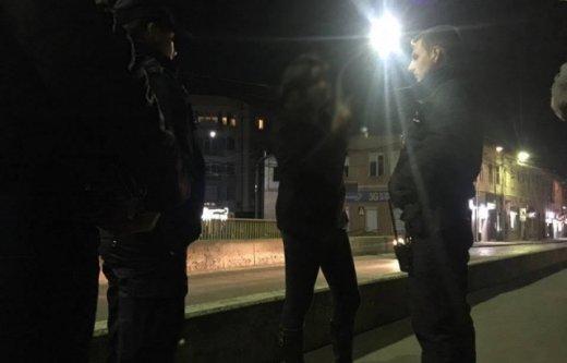 У Мукачеві дівчина хотіла стрибнути з мосту: фото, фото-3