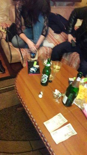 В Ужгороді на гарячому затримали 19-річну повію та 20-річну звідницю: фото, фото-5