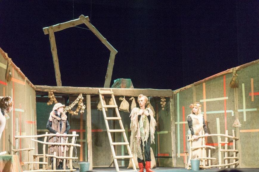 В Каменской театр вернулась «Очень простая история», фото-2