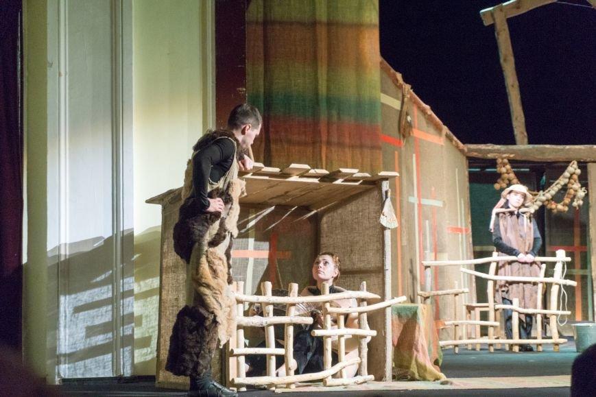 В Каменской театр вернулась «Очень простая история», фото-1