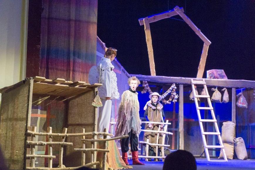 В Каменской театр вернулась «Очень простая история», фото-8