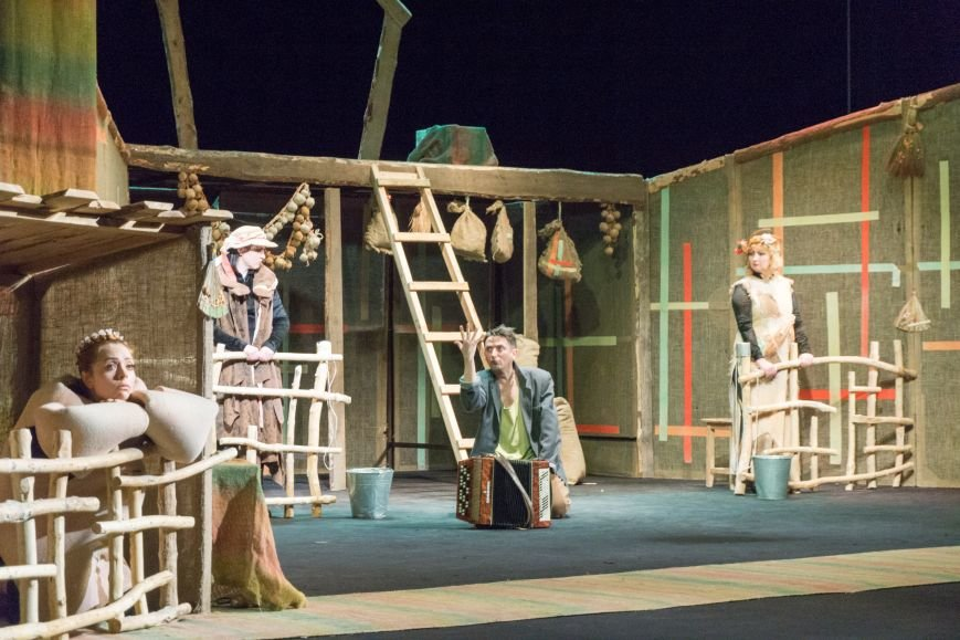 В Каменской театр вернулась «Очень простая история», фото-3