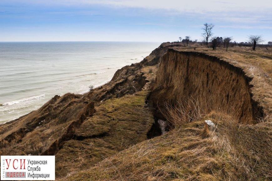 Оползни под Одессой: в Санжейке сползающие склоны съедают пляж (фото), фото-1