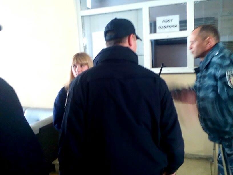 В Херсоне сотрудницу, отказавшуюся обслуживать капеллана на украинском языке, отстранят от работы? (фото, видео), фото-1
