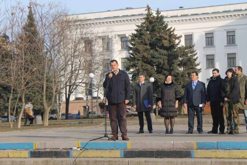 В Краматорске состоялся митинг против блокады ОРДЛО: тысячи граждан вышли на главную площадь, фото-7