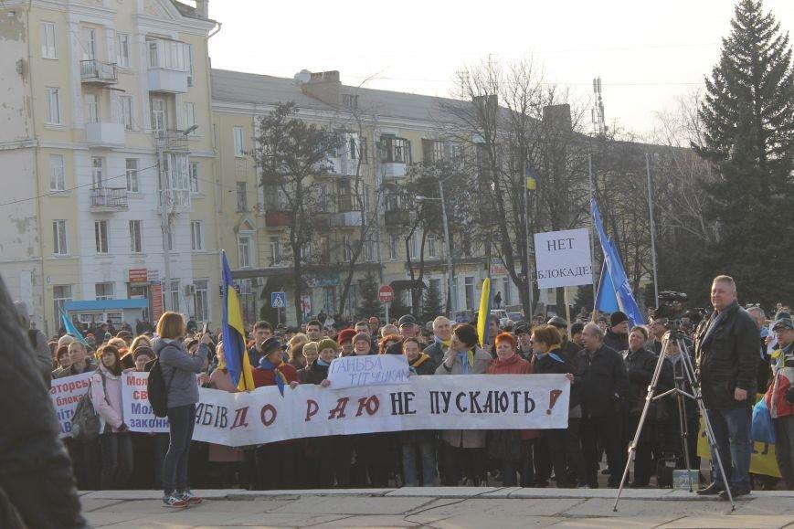 В Краматорске состоялся митинг против блокады ОРДЛО: тысячи граждан вышли на главную площадь, фото-4