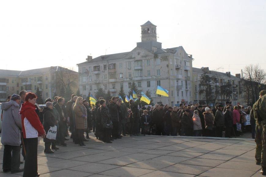 В Краматорске состоялся митинг против блокады ОРДЛО: тысячи граждан вышли на главную площадь, фото-5