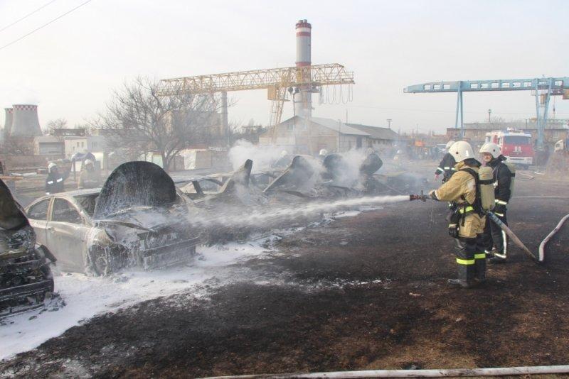 Полтора десятка машин сгорели настоянке автопроката близ Симферополя