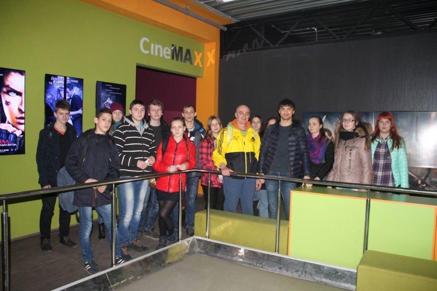 Урок про Голодомор для старшокласників провели в кінотеатрі, фото-2