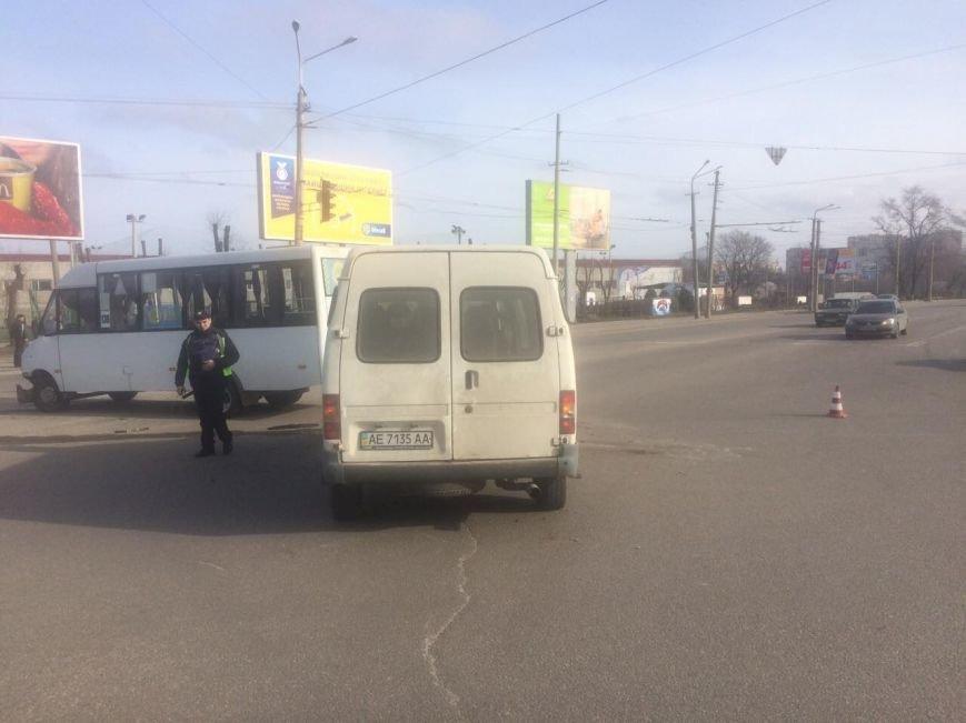 В Днепре маршрутка столкнулась с иномаркой (ФОТО), фото-6