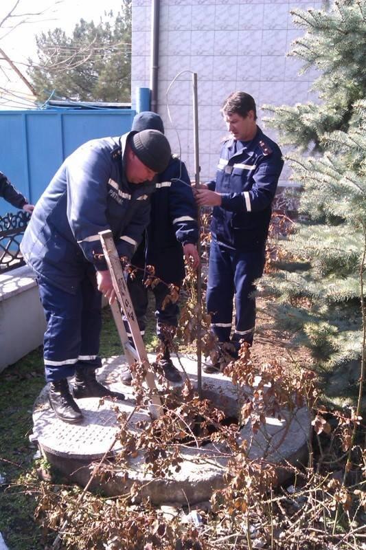 На Херсонщині рятували з каналізації собаку (фото), фото-1