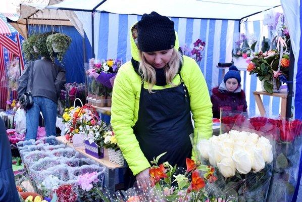 В Черноморске сегодня открылись яркие цветочные ярмарки (фото), фото-5