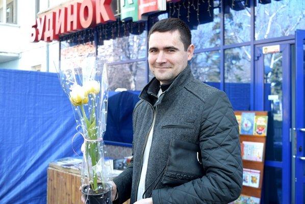 В Черноморске сегодня открылись яркие цветочные ярмарки (фото), фото-1