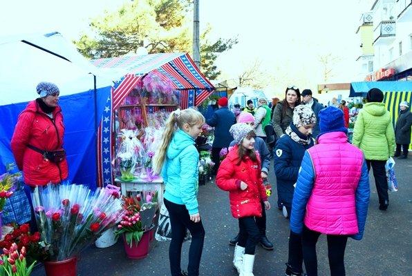 В Черноморске сегодня открылись яркие цветочные ярмарки (фото), фото-6