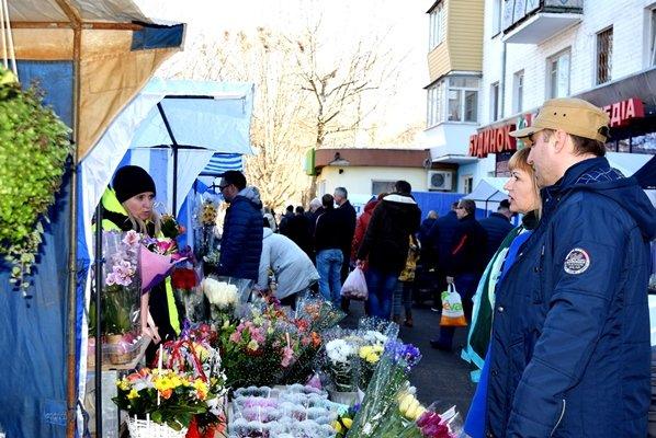 В Черноморске сегодня открылись яркие цветочные ярмарки (фото), фото-3