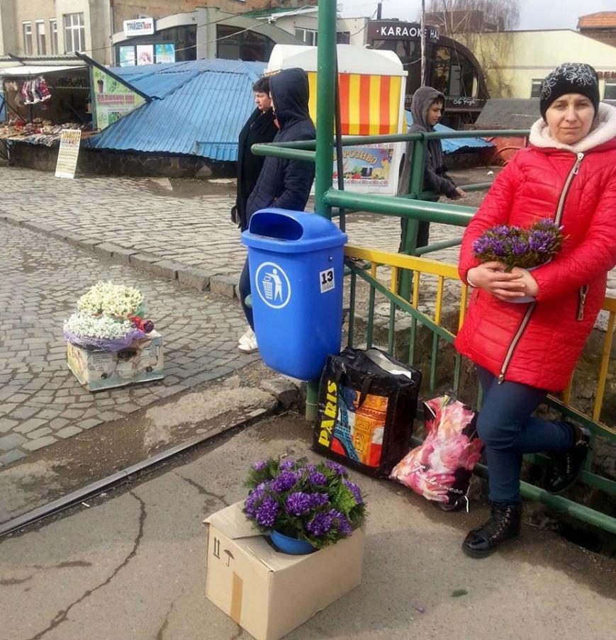 У центрі Ужгорода масово продають первоцвіти: фото, фото-5