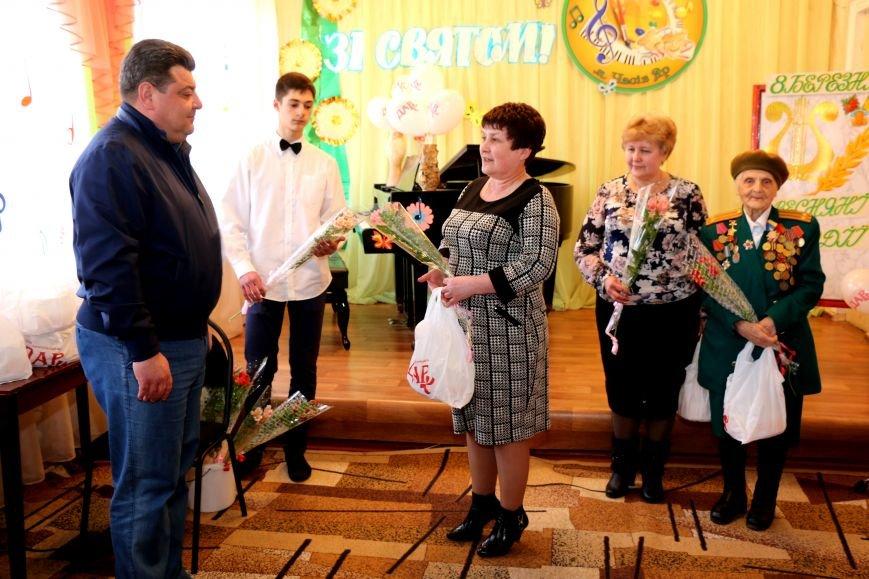 В честь весеннего праздника женщины Часов Яра принимали поздравления и подарки, фото-6