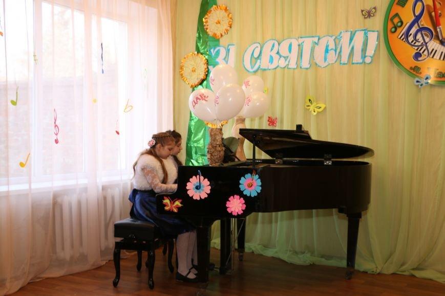 В честь весеннего праздника женщины Часов Яра принимали поздравления и подарки, фото-8