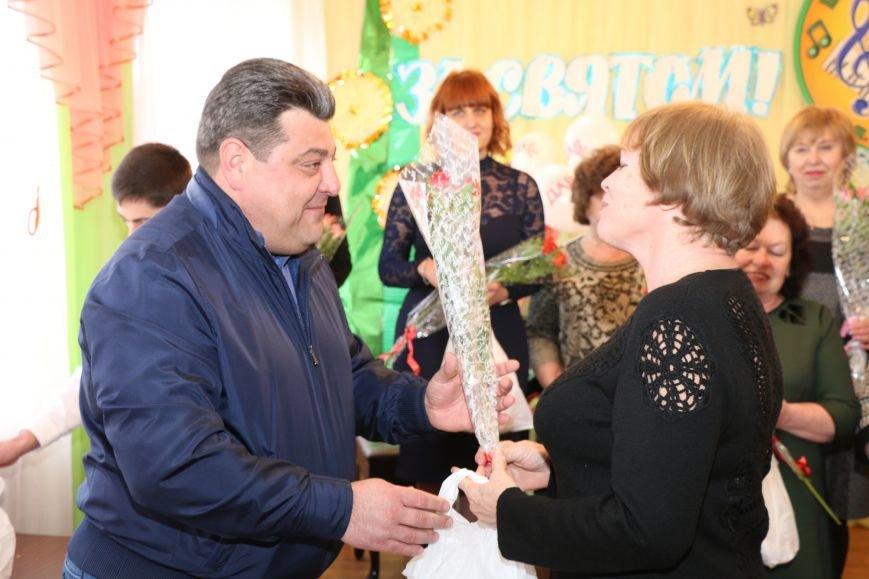 В честь весеннего праздника женщины Часов Яра принимали поздравления и подарки, фото-3