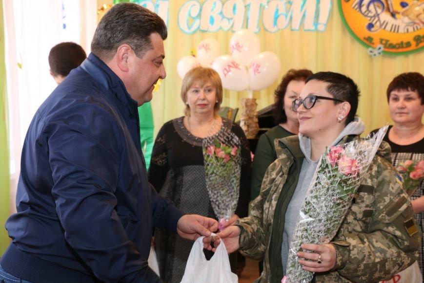 В честь весеннего праздника женщины Часов Яра принимали поздравления и подарки, фото-5