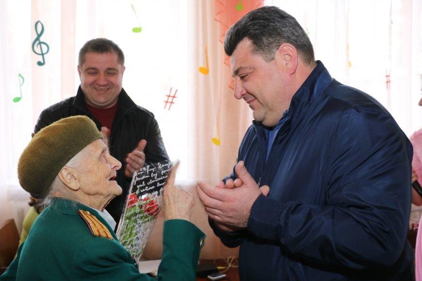 В честь весеннего праздника женщины Часов Яра принимали поздравления и подарки, фото-4