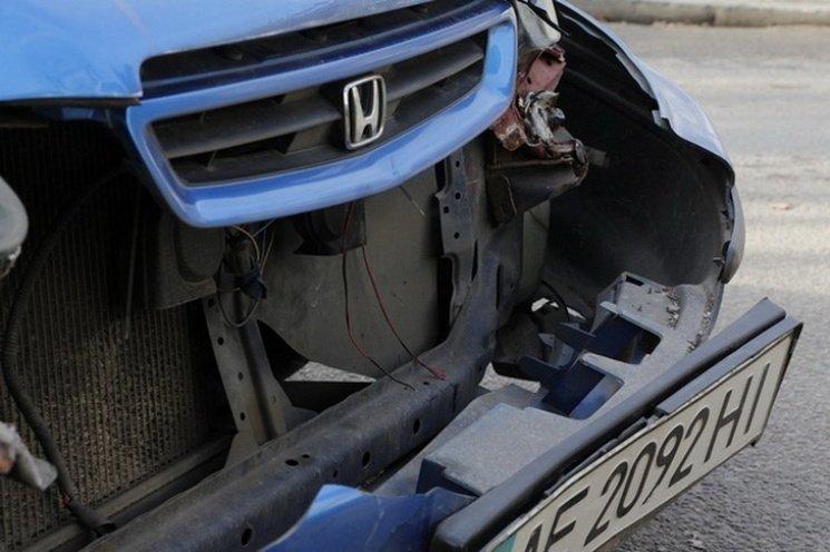 В Днепре автомобиль ОБСЕ чуть не сбил женщину с коляской, фото-1
