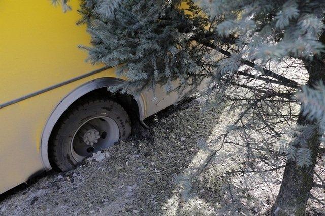 В Днепре автомобиль ОБСЕ чуть не сбил женщину с коляской, фото-2