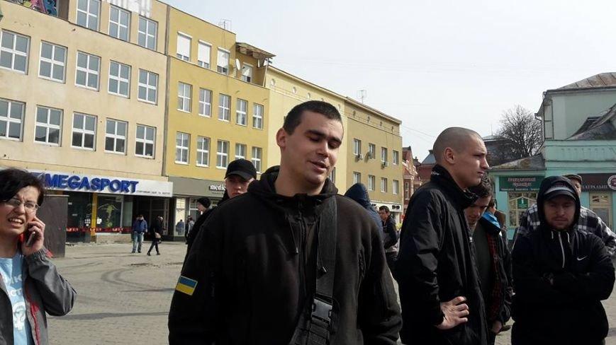Скандал на 8 березня: радикали намагались зірвати акцію феміністів у центрі Ужгорода (ФОТО, ВІДЕО), фото-2