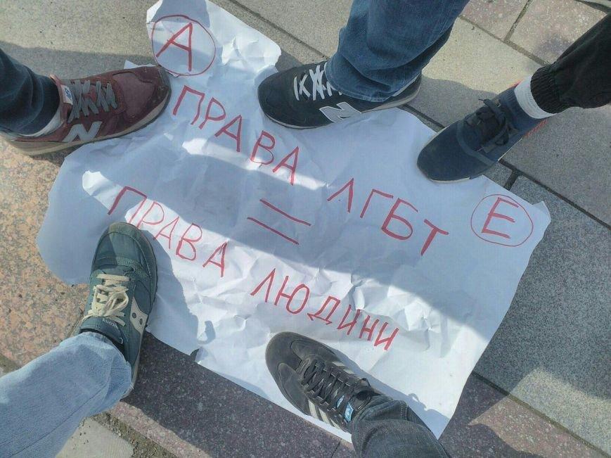 Скандал на 8 березня: радикали намагались зірвати акцію феміністів у центрі Ужгорода (ФОТО, ВІДЕО), фото-3