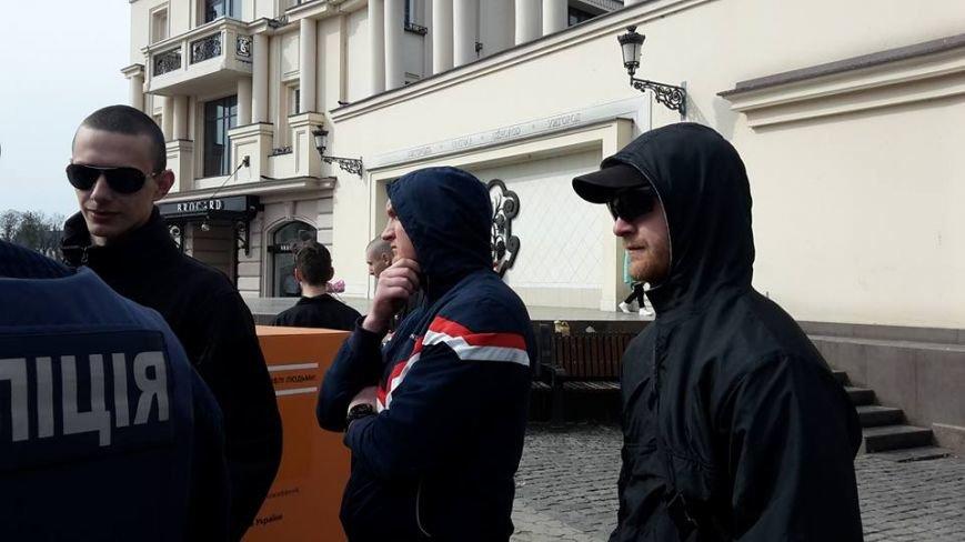 Скандал на 8 березня: радикали намагались зірвати акцію феміністів у центрі Ужгорода (ФОТО, ВІДЕО), фото-4