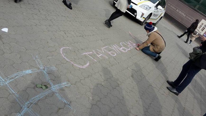 Скандал на 8 березня: радикали намагались зірвати акцію феміністів у центрі Ужгорода (ФОТО, ВІДЕО), фото-6