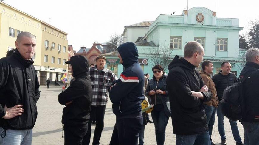 Скандал на 8 березня: радикали намагались зірвати акцію феміністів у центрі Ужгорода (ФОТО, ВІДЕО), фото-1