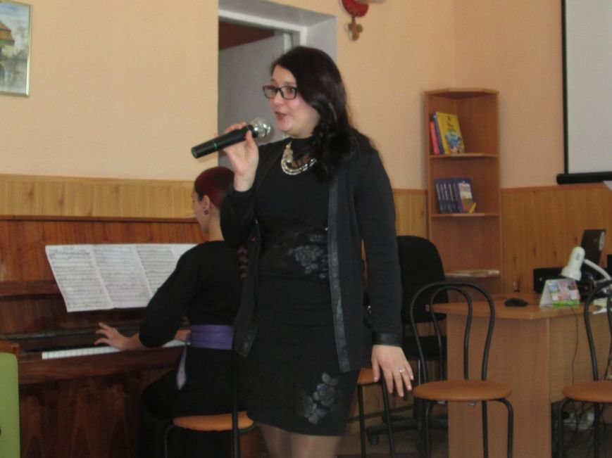 В библиотеке Каменского отпраздновали Международный женский день, фото-1