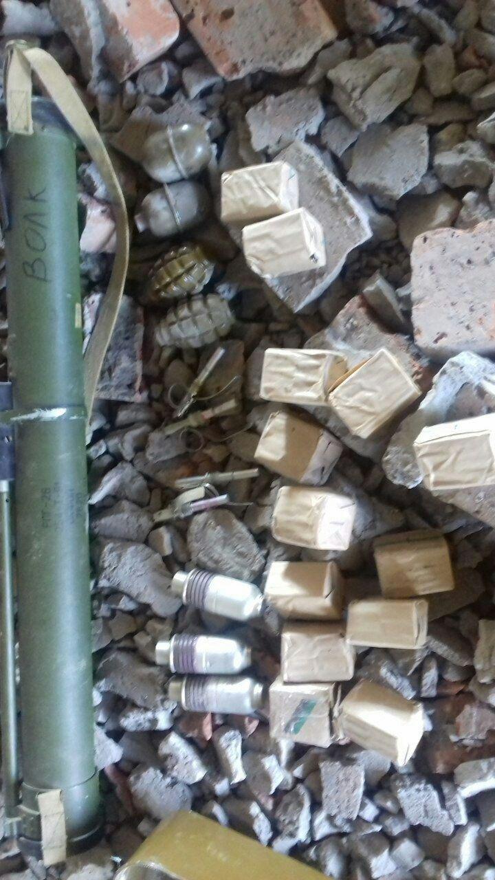 В Бахмутском районе СБУ обнаружила тайники с оружием и взрывчаткой, фото-1