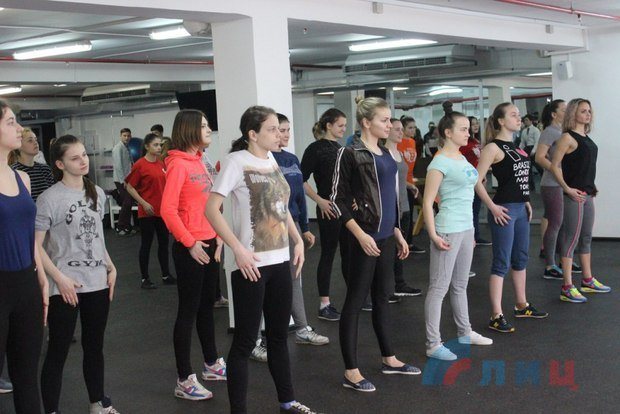 "В Луганске к 8 марта провели конкурс ""А ну-ка, девушки!"" (ФОТО), фото-1"