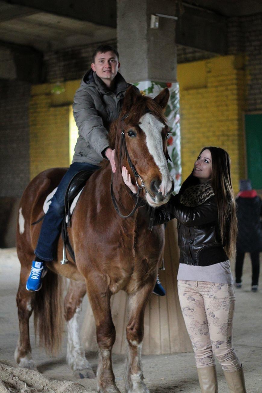 «Мы в полном восторге!»: победители конкурса «Селфи влюбленных» поделились впечатлениями от занятия в конном клубе. ФОТО, фото-3
