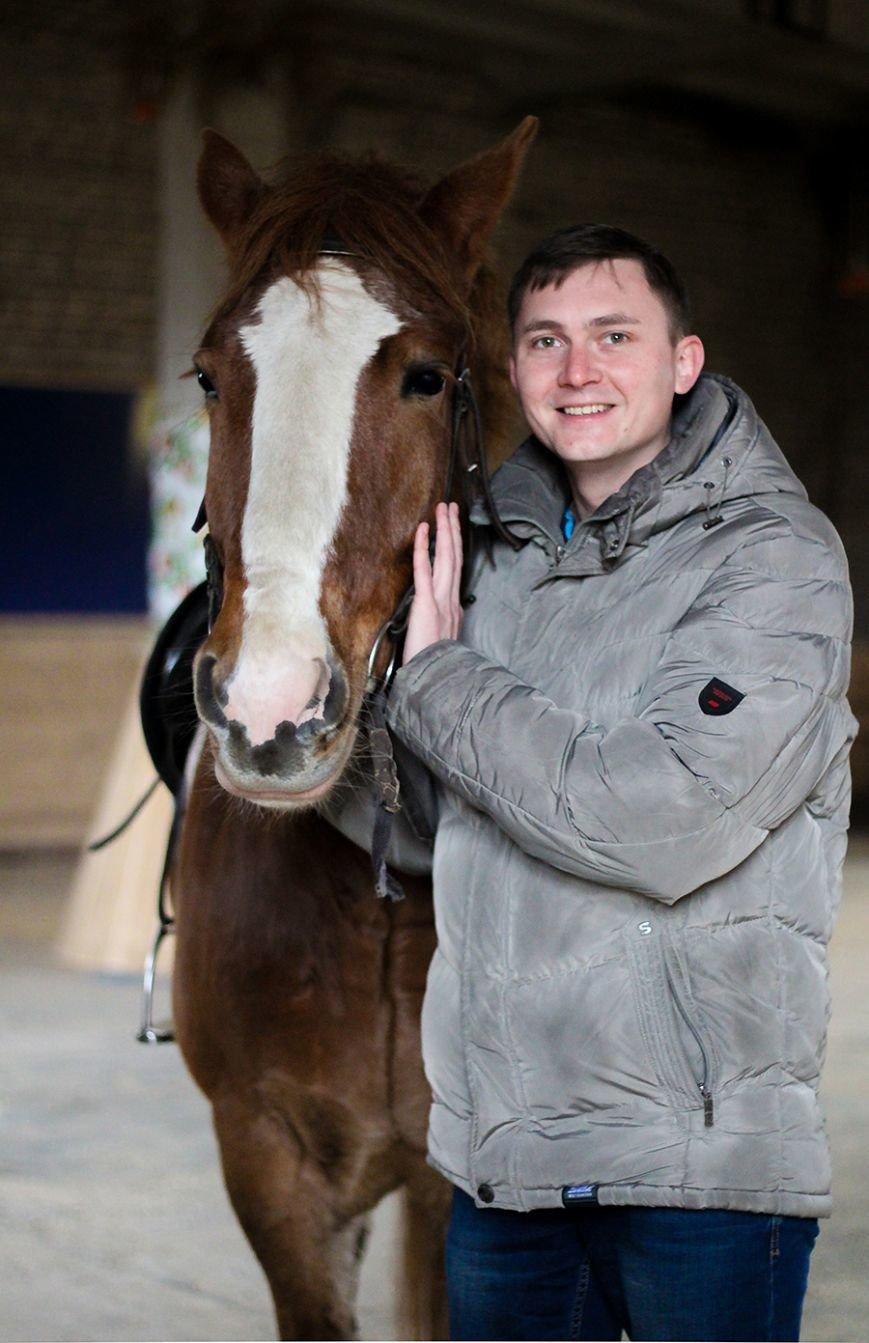 «Мы в полном восторге!»: победители конкурса «Селфи влюбленных» поделились впечатлениями от занятия в конном клубе. ФОТО, фото-1