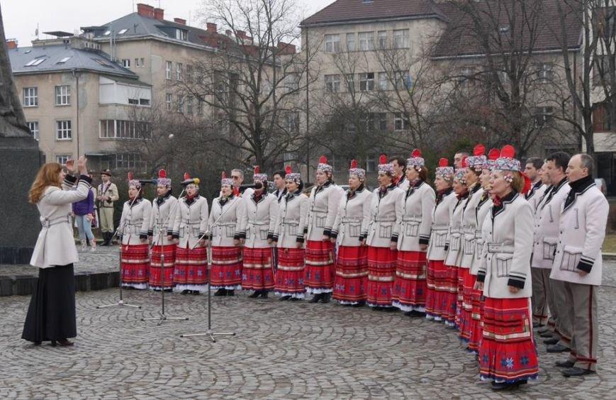 В Ужгороді відзначили 203-ю річницю з дня народження Кобзаря: фото, фото-2