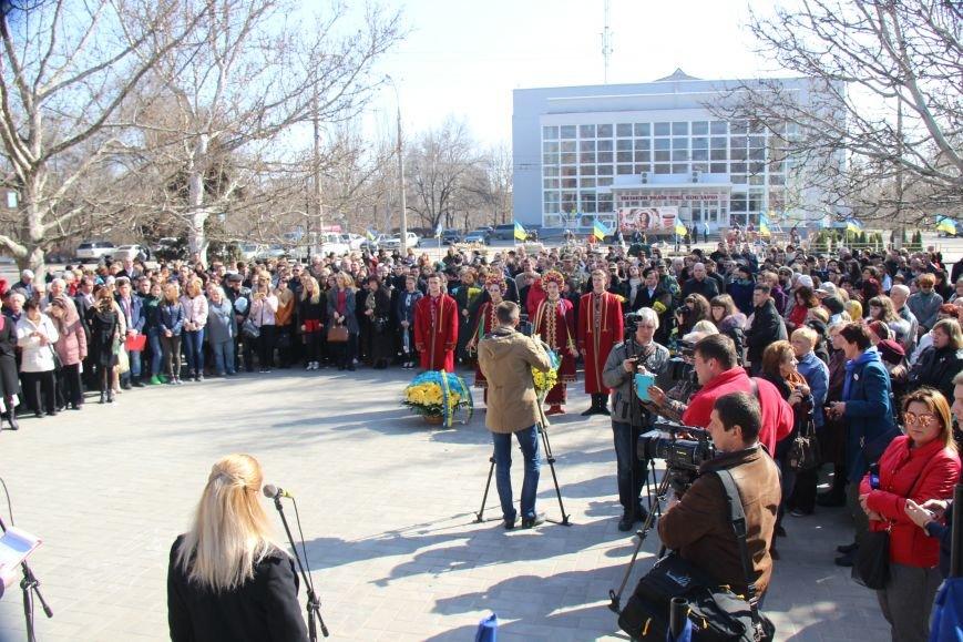 В Херсоне прошел митинг и возложение цветов по случаю 203-й годовщины со дня рождения Тараса Шевченко (фото), фото-2