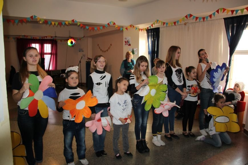 Алупка отметила 8 марта праздничным концертом, фото-2