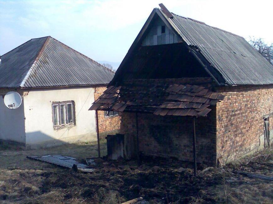 В Іршаві жінка, підпаливши сміття, ледь не залишила себе без будинку: фото, фото-1