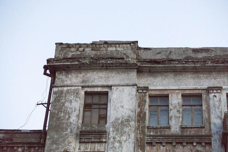 В Каменском из-за обвала фасада погибла девочка, фото-8